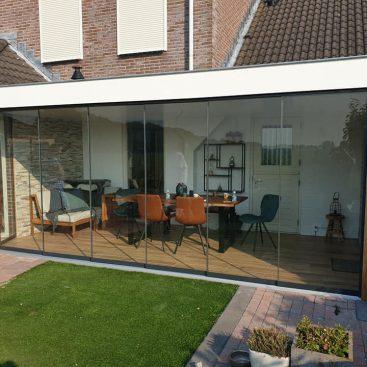 Glazen schuifdeuren veranda